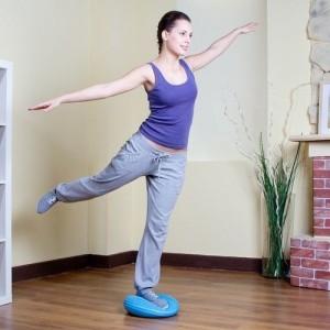 Комплекс упражнений на балансировочном диске для тренировки вестибулярного аппарата и мускулатуры стопы и голени