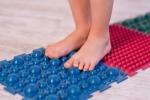 Игровая зарядка для профилактики и лечения плоскостопия для детей и взрослых.